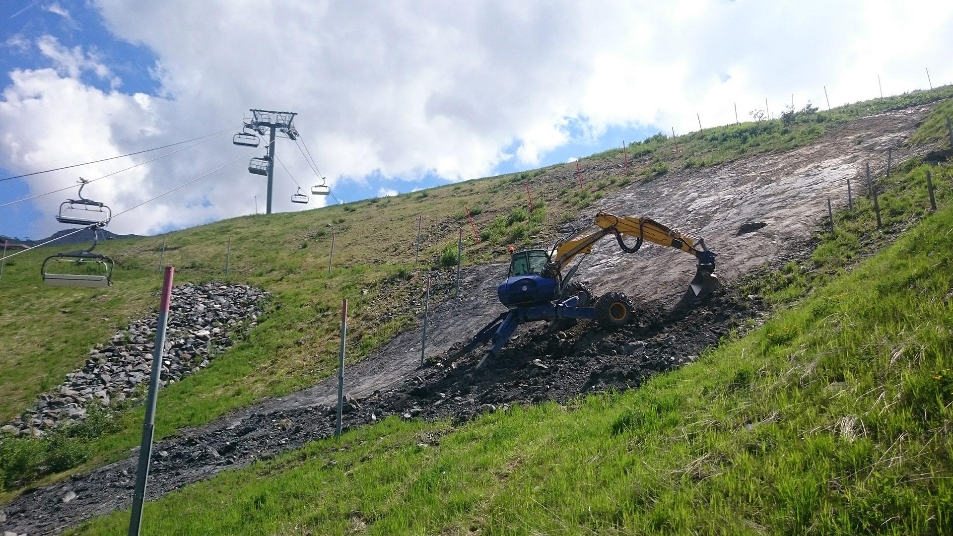 Duperier TP en Savoie - Talus en forte pente - Pelle araignée Kaiser pour travaux en montagne