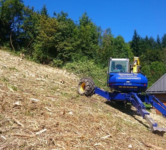 Duperier TP en Savoie - Débroussaillage terrain communal en pelle araignée