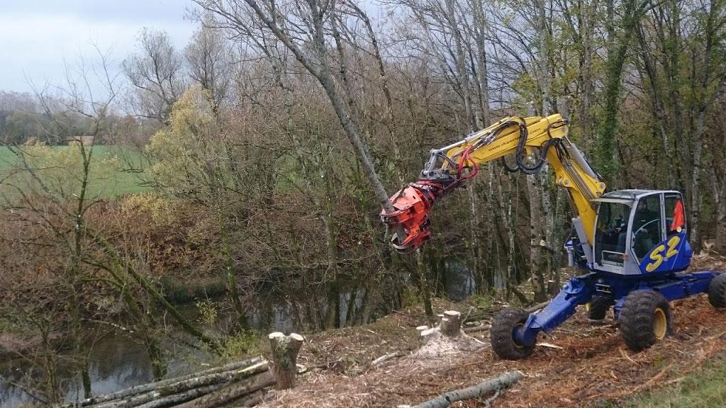 Pelle araignée Duperier TP en Savoie - abattage en milieu forestier